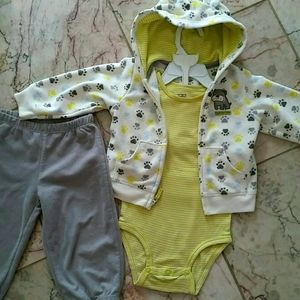 Carter's 12M Baby suits 3 pieces